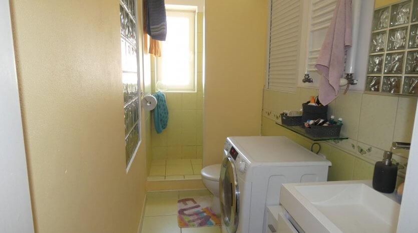 Kúpeľňa so sprchou a WC